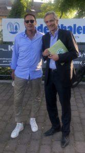 SV-Präsident Rüdiger Fritsch (links) und Ulrich Brass, Inhaber Autohaus Brass-Gruppe, im Gespräch